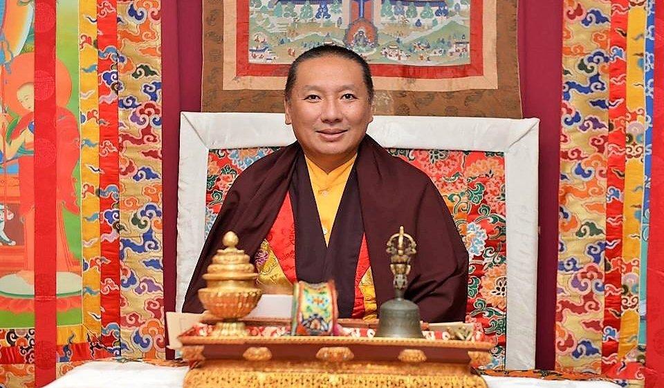 Le grand maître Rinpoche donnera une conférence sur la pratique  de la méditation aujourd'hui.