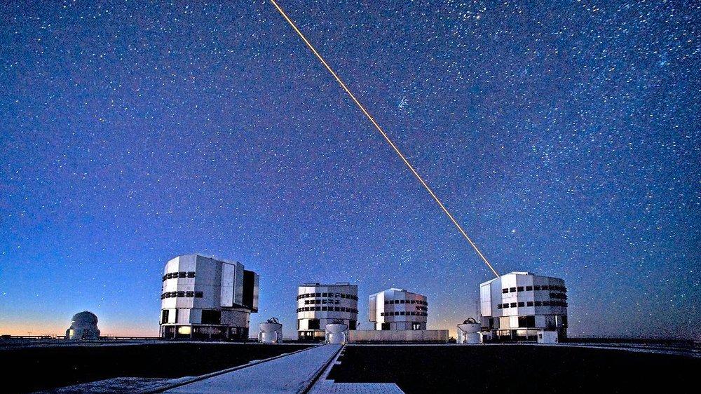 Le Very Large telescope (VLT) en action au Chili.