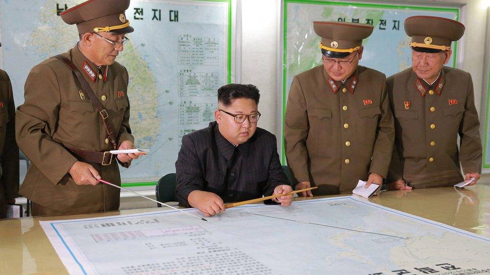 Certains analystes estiment que Kim Jong-Un (à gauche) a ouvert une porte pour désamorcer la crise.
