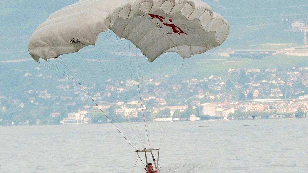 Les acrobaties se déroulent  sur le lac.