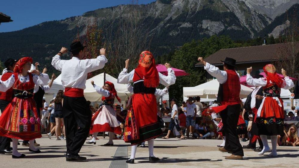 Hormis le plaisir des sens, les communautés étrangères montreront aussi leurs traditions vestimentaires et folkloriques.