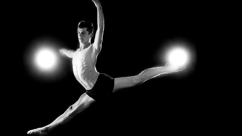 Lucien Zumofen évolue au Budapest Dance Theater.