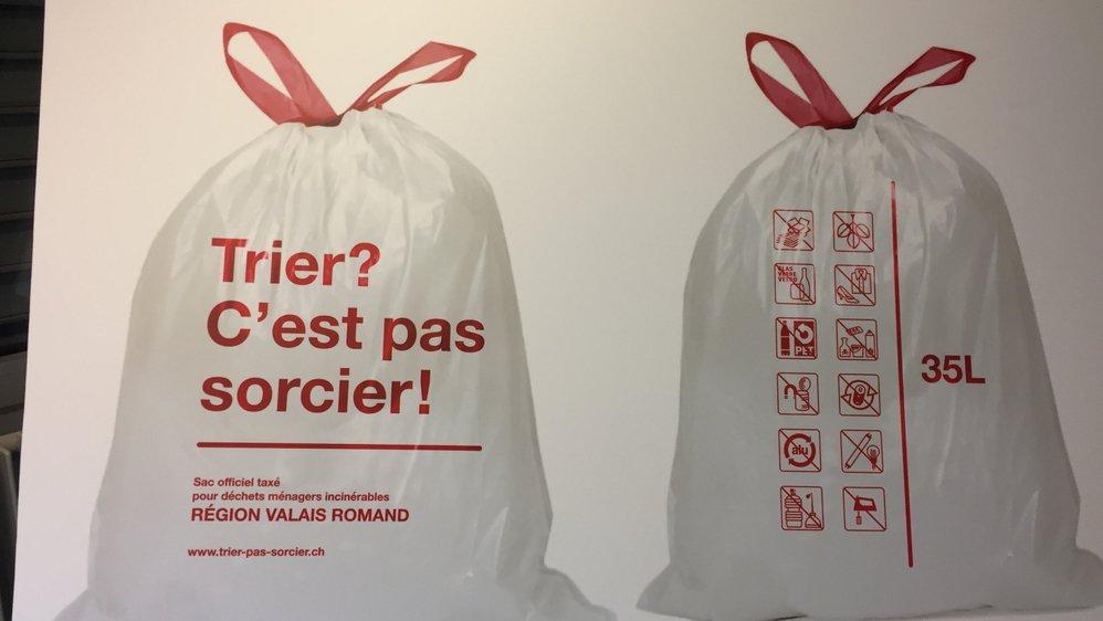 Le sac poubelle blanc taxé est obligatoire dans le Valais romand depuis le 1er janvier 2018.