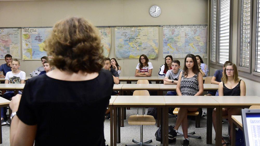 Jessica Ruffiner (2e depuis la droite, devant) a commencé son année en immersion hier au collège des Creusets.