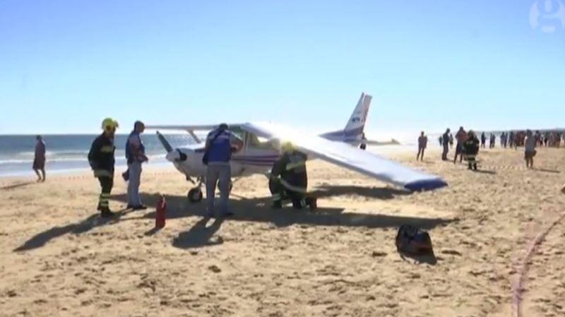 Portugal: un avion atterrit d'urgence sur une plage bondée et tue deux personnes