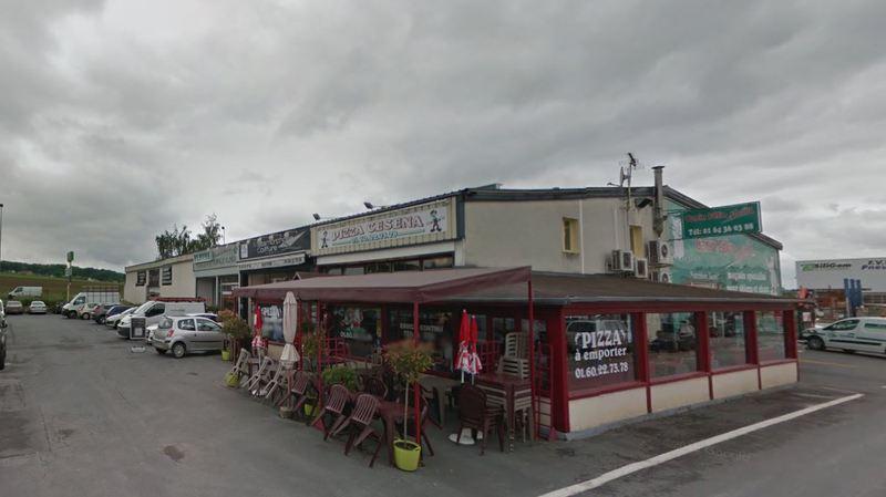 La pizzeria se situe dans une zone industrielle de la petite localité de Sept-Sors.