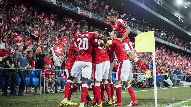 L'équipe de Suisse de football exulte lors du match qualificatif pour la Coupe du monde 2018 contre le Portugal (2-0) en septembre 2016.