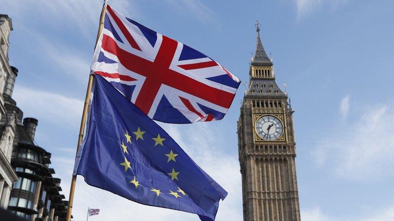 Le Royaume-Uni quittera  bien l'Union européenne, mais aussi l'union douanière et le marché unique, en mars 2019, comme la première ministre Theresa May s'y est engagée.