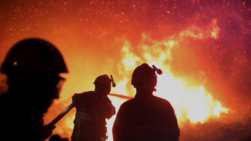 Incendies en Corse: 2000 hectares de maquis en fumée, 1000 personnes évacuées