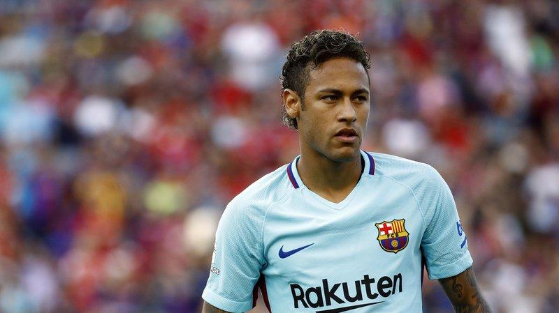 Football: Neymar paie sa clause libératoire de 250 millions de francs et quitte le FC Barcelone
