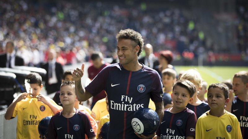 Neymar peut faire son entrée sur le terrain sous ses nouvelles couleurs.