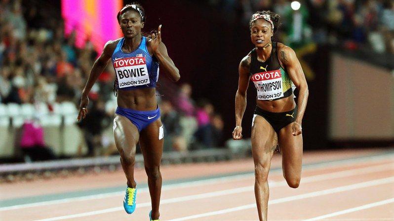 Tori Bowie (gauche) a décroché le titre mondial du 100 m au prix d'un cassé extraordinaire sur la ligne.