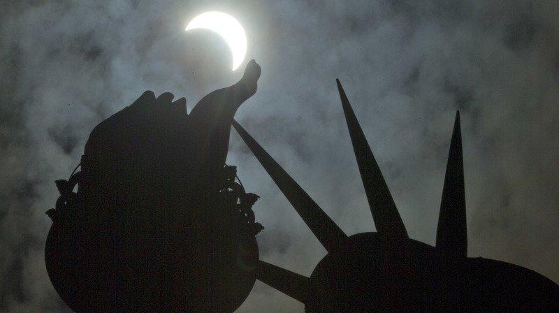 """La """"Grande éclipse"""" totale du soleil a tenu ses promesses aux Etats-Unis"""