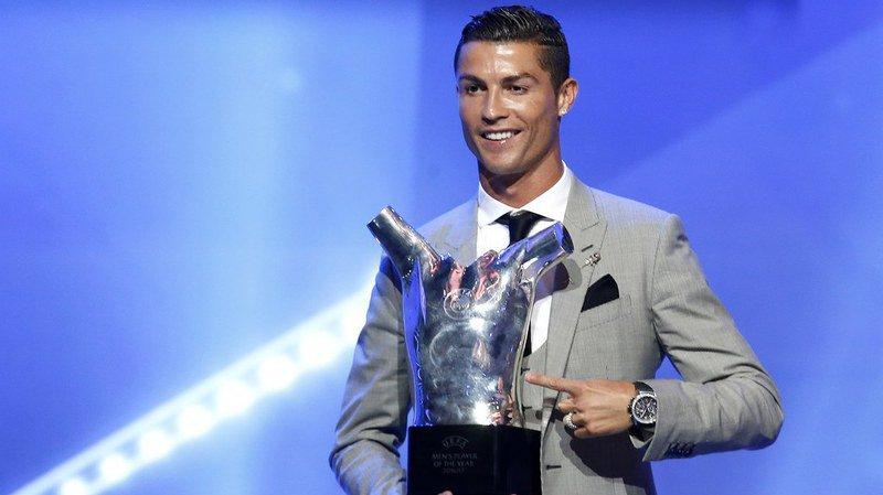 Football: Cristiano Ronaldo élu meilleur joueur UEFA 2016/17 à Monaco