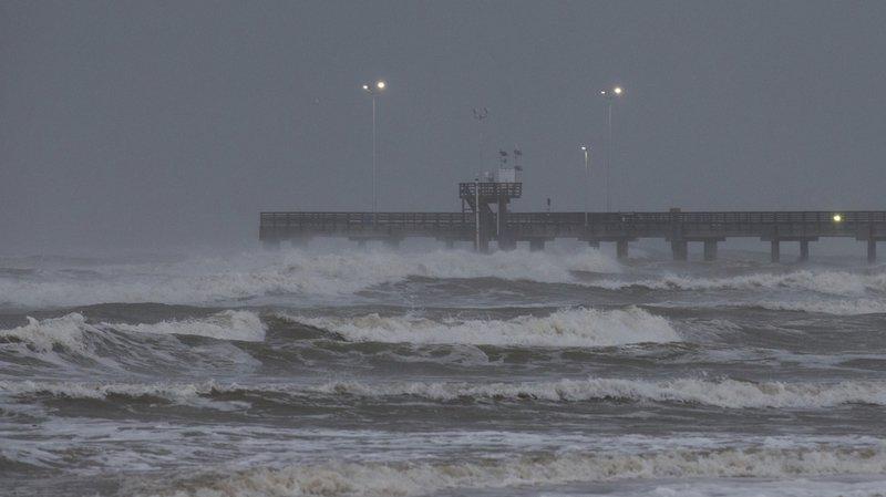 """Intempéries: le Texas se prépare à affronter le terrible ouragan """"Harvey"""""""