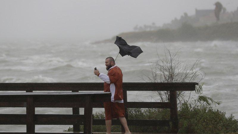 Etats-Unis: l'ouragan Harvey laisse la destruction dans son sillage au Texas
