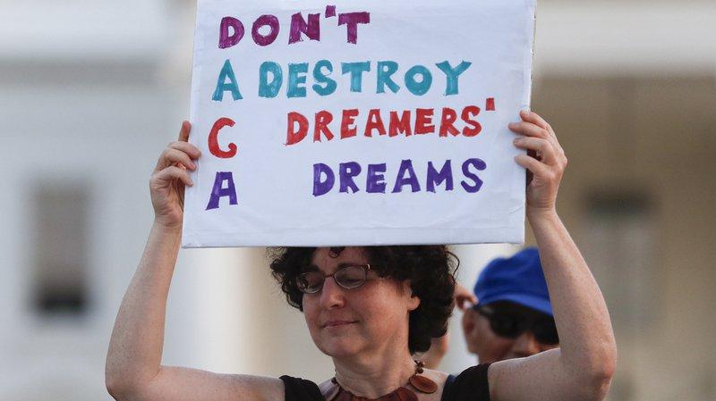 Etats-Unis: Trump arrête le programme d'aide aux jeunes sans-papiers