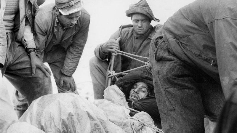 En 1957, c'est la première fois que le sauvetage d'un blessé dans la face nord de l'Eiger est couronné de succès.