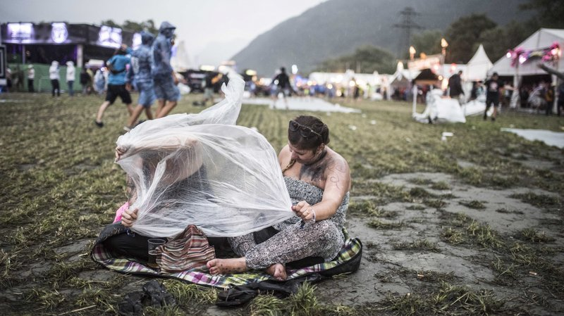 En images: l'orage secoue l'Open Air de Gampel