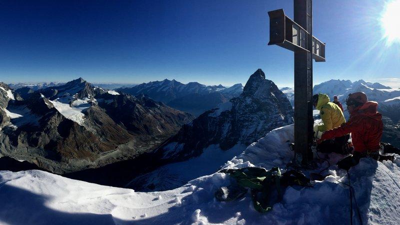 La croix vandalisée de la Dent d'Hérens sera replacée l'été prochain