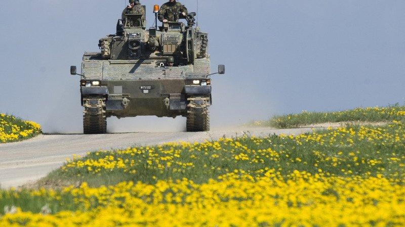 Schwytz: collision entre deux chars de l'Armée et une voiture