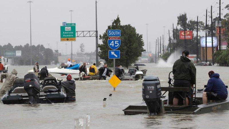 Harvey paralyse Houston et menace la Louisiane