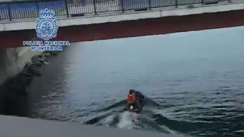 Les passeurs emmenaient deux migrants à chaque fois.