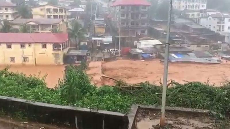 Des dizaines de maisons ont été submergées par des coulées de boue dans deux quartiers de la ville.