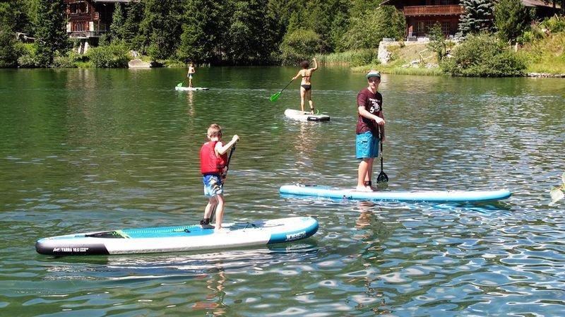 Sport en plein essor, le paddle a attiré la foule sur le lac de Champex