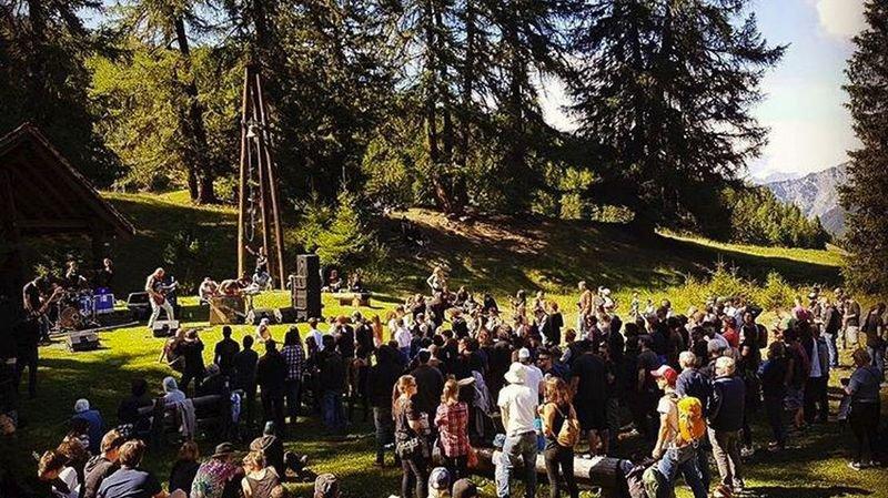 Au couvert du Goly, le mélange des genres et des publics frôle la perfection samedi 12 août.