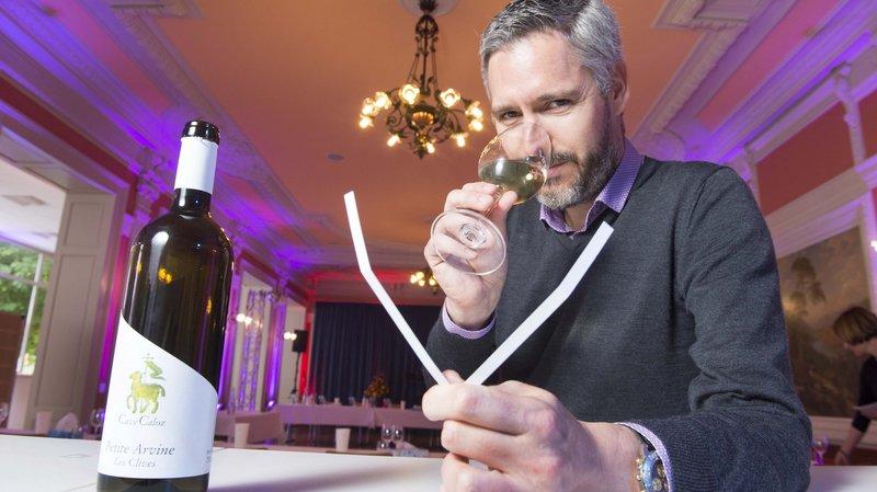 Richard Pfister, oenologue-parfumeur, a animé une dégustation consacrée à la petite arvine lors du Salon VINEA des vins suisses à Sierre.