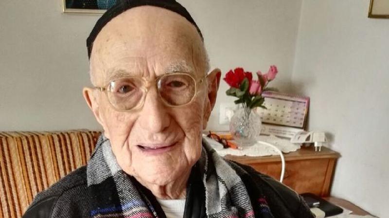 Le Guinness des records l'avait identifié comme l'homme le plus vieux du monde en mars 2016.