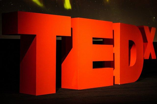 Les conférences TEDx ont pour objectif de mettre en valeur des personnes aux idées innovantes