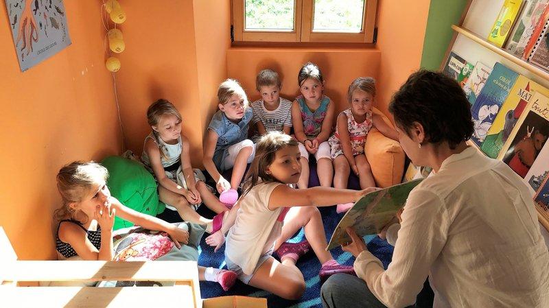 La maîtresse de cette petite classe multiniveau a préparé un programme spécial pour la rentrée.