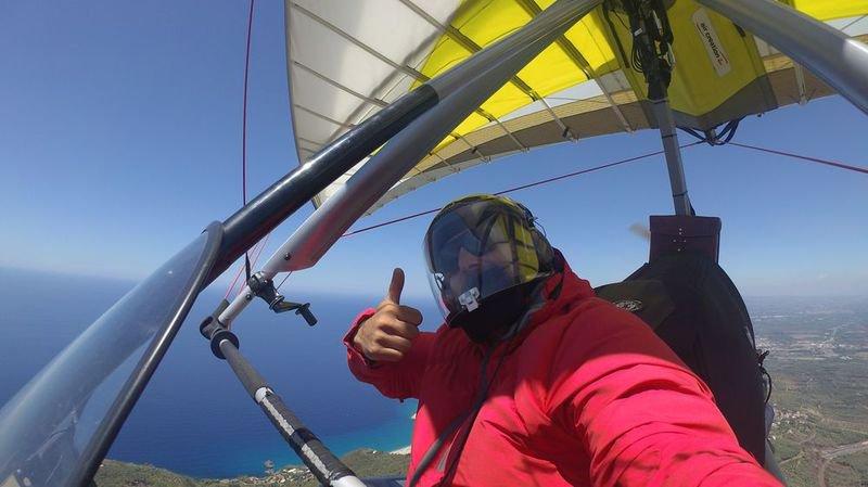 L'aventurier valaisan Xavier Rosset est parti le 23 juillet de Sion pour un tour du monde en ULM de 400 à 450 jours, soit 80 000 kilomètres à travers quelque 50 pays.