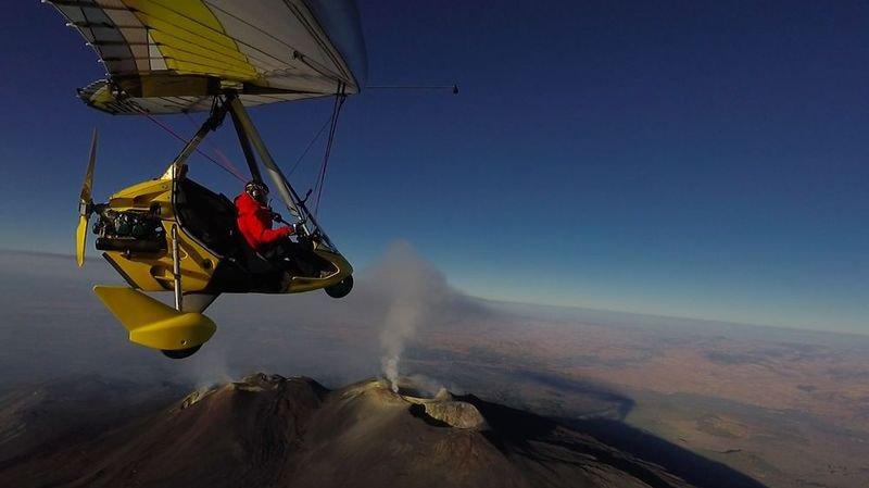 Le projet Fly The World de Xavier Rosset, c'est 400 jours et 80 000 kilomètres en survolant, en ULM, quelque 50 pays.