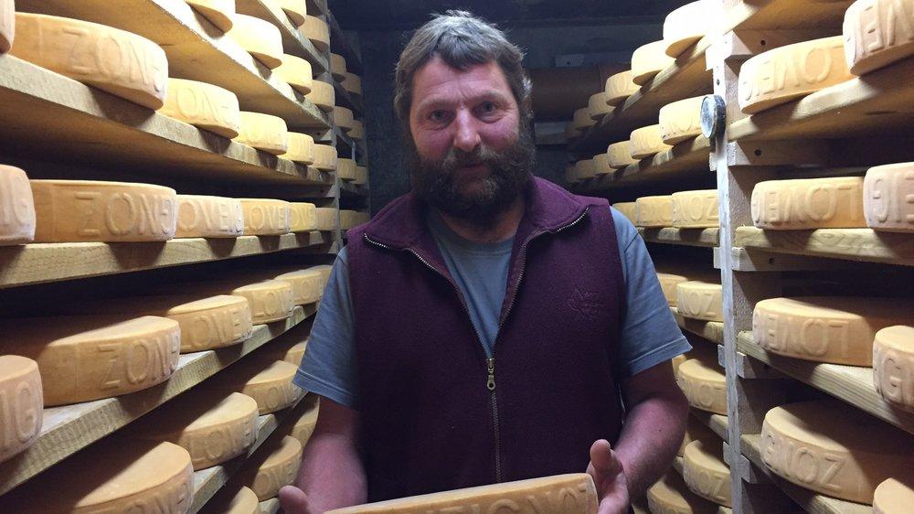 C'est le fromager Xavier Jobien  qui a fabriqué  le fromage jugé parfait par les experts de l'Interprofession Raclette du Valais AOP.