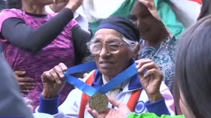 Man Kaur a commencé l'athlétisme à l'âge de 93 ans. En avril dernier, à Auckland, elle a remporté le titre du 100 m dans la catégorie centenaires lors des Jeux mondiaux des vétérans.