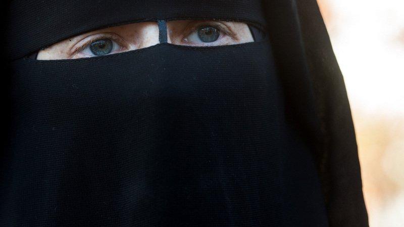 L'initiative anti-burqa déposée avec 106'600 signatures, les Suisses voteront très probablement