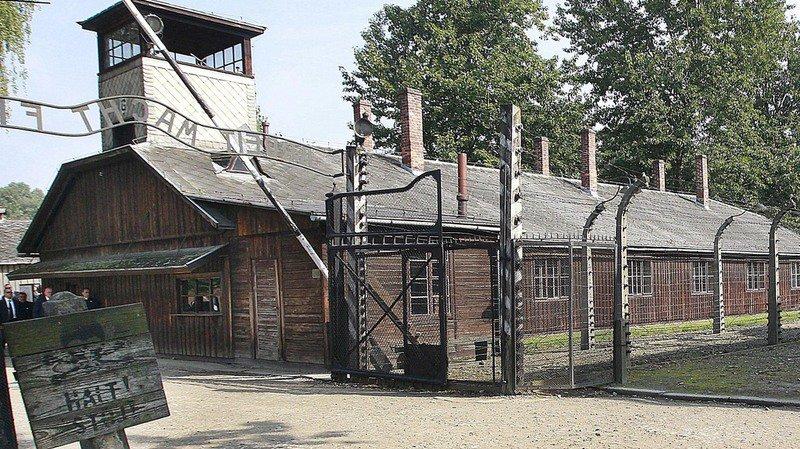 Belgique: un ex-député négationniste condamné à visiter cinq camps d'extermination nazis durant cinq ans