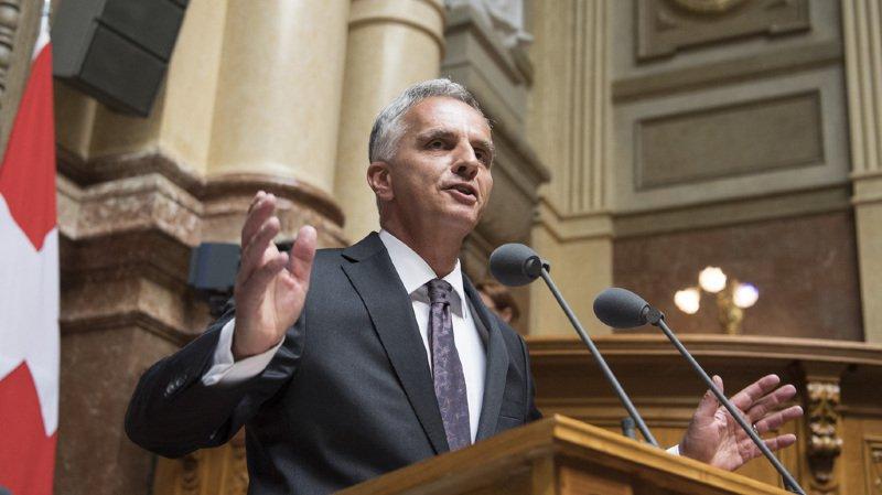 Conseil fédéral: adieu touchant de Didier Burkhalter au Parlement