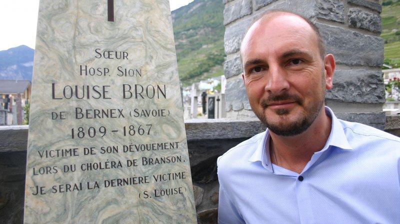 Jean-Baptiste Farquet–ici au cimetière de Fully–a effectué un important travail de recherche sur sœur Louise Bron.