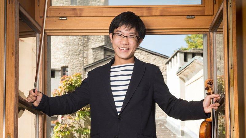 Dans les locaux de la Haute école de musique, en vieille ville sédunoise, Rennosuke Fukuda fait rayonner son talent.