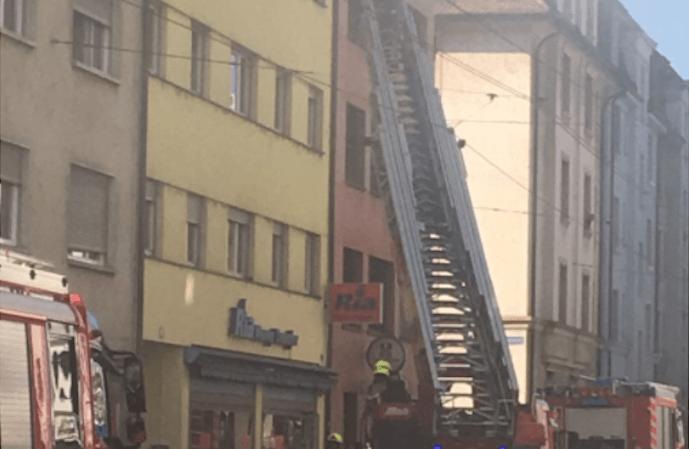 Bâle: 5 personnes hospitalisées après un incendie dans un immeuble familial