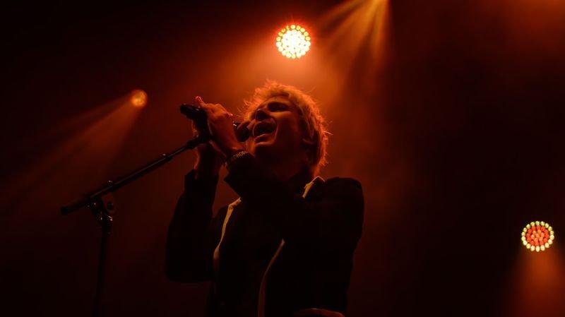 Alex Kapranos, chanteur et guitariste de Franz Ferdinand. Une certaine science de la scène.
