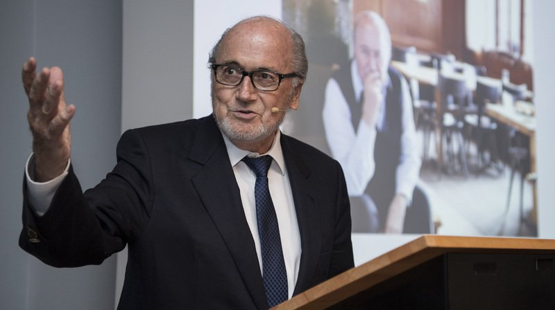 FIFA: Sepp Blatter reproche un manque de respect à Gianni Infantino