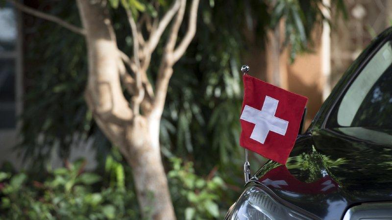 La Suisse a convenu d'assumer pour les deux pays un mandat de puissance protectrice, selon sa tradition de bons offices.