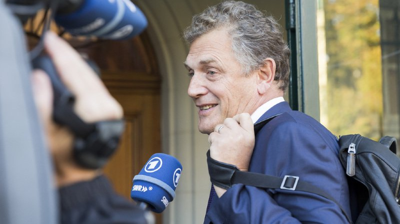 "FIFA: Jérôme Valcke affirme n'avoir ""rien reçu"" de Nasser Al-Khelaïfi"