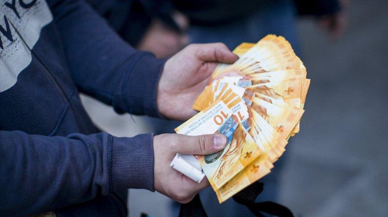 Parmi les actualités helvétiques de la semaine: la mise en circulation du nouveau billet de 10 francs.