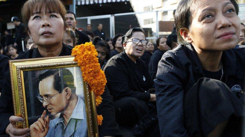Thaïlande: début des obsèques du roi Bhumibol à Bangkok